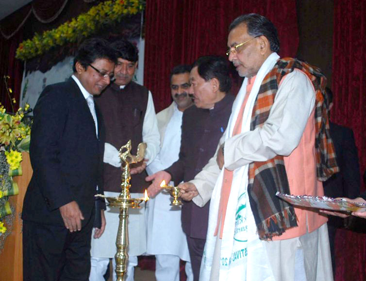 The Union Minister for Agriculture and Farmers Welfare, Mr. Radha Mohan Singh lighting the inaugural lamp at the National Conference on Sustainable Agriculture and Farmers Welfare, in Gangtok, Sikkim on January 17, 2016. The Chief Minister of Sikkim, Mr. Pawan Chamling and the Ministers of State for Agriculture and Farmers Welfare, Dr. Sanjeev Kumar Balyan and Mr. Mohanbhai Kalyanjibhai Kundariya are also seen.