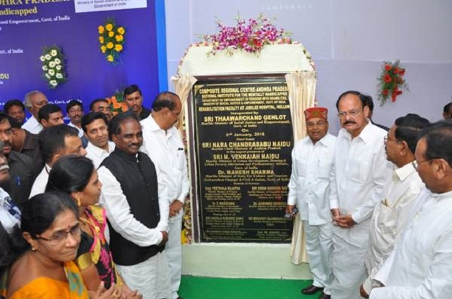 Shri Thaawarchand Gehlot laying foundation stone for the CRC, Andhra Pradesh at Nellore.