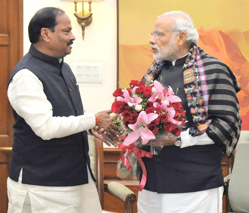 The Chief Minister of Jharkhand, Mr. Raghubar Das calls on the Prime Minister, Mr. Narendra Modi, in New Delhi on January 05, 2016.