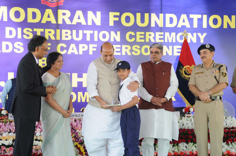 The Union Home Minister, Mr. Rajnath Singh distributed the Sarojini Damodaran Foundation Scholarship, at a function, in New Delhi on March 18, 2016. The Minister of State for Home Affairs, Mr. Haribhai Parthibhai Chaudhary and other dignitaries are also seen.