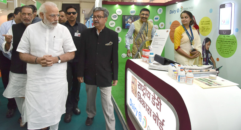 The Prime Minister, Mr. Narendra Modi at the Krishi Unnati Mela, in New Delhi on March 19, 2016. The Union Minister for Agriculture and Farmers Welfare, Mr. Radha Mohan Singh is also seen.