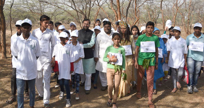 """The Minister of State for Environment, Forest and Climate Change (Independent Charge), Mr. Prakash Javadekar and the Minister of Environment and Forest, Delhi, Mr. Imran Hussain taking a """"Nature Walk"""" with school children, on the occasion of the International Day of Forests, at Asola Bhatti sanctuary, in New Delhi on March 21, 2016."""