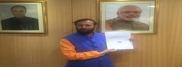 Mr. PrakashJavadekar releasing the new Bio-Medical Waste Management Rules.