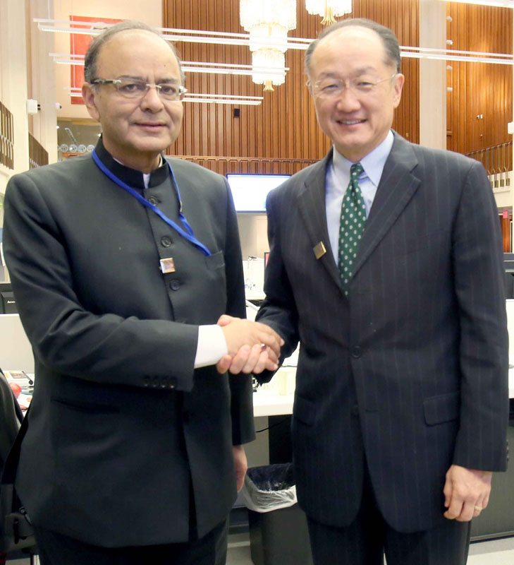 The Union Minister for Finance, Corporate Affairs and Defence, Mr. Arun Jaitley meeting the President of World Bank Group, Dr. Jim Yong Kim, in Washington DC on April 15, 2016.