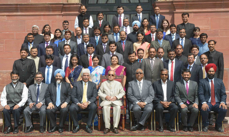 The President, Mr. Pranab Mukherjee with the Students of Founding Batch of Management Programme in Public Policy (MPPP) of Indian School of Business, Mohali, at Rashtrapati Bhavan in New Delhi on April 18, 2016.