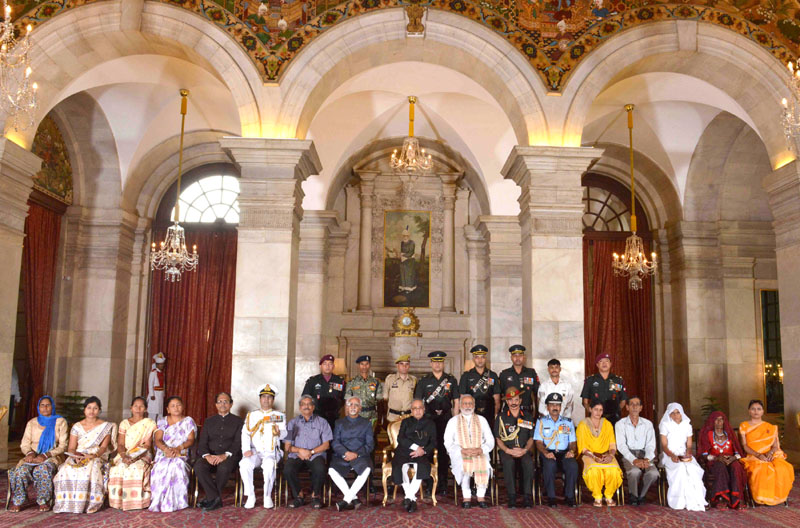 The President, Mr. Pranab Mukherjee, the Vice President, Mr. M. Hamid Ansari, the Prime Minister, Mr. Narendra Modi, the Union Minister for Defence, Mr. Manohar Parrikar and other dignitaries at the Defence Investiture Ceremony II, at the Defence Investiture Ceremony II, at Rashtrapati Bhawan, in New Delhi on May 07, 2016.
