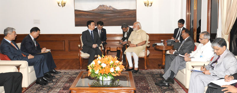 The Member of the Political Bureau of the Central Committee of the Communist Party of China, Mr. Han Zheng calls on Prime Minister, Mr. Narendra Modi, in New Delhi on May 05, 2016.