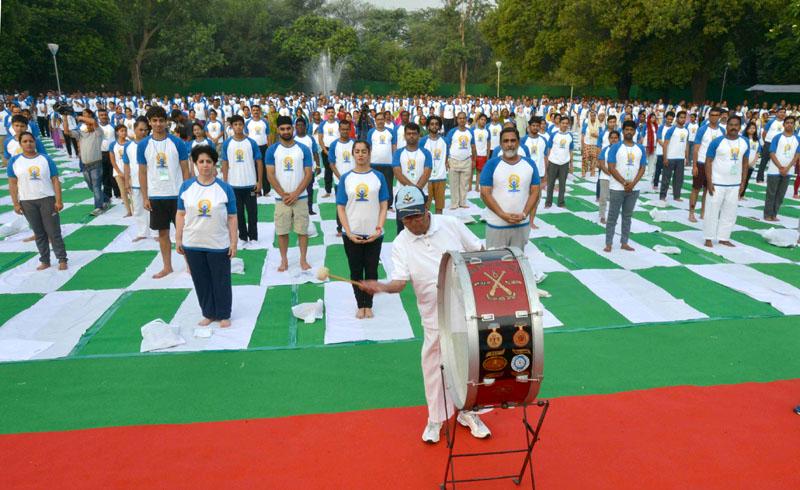The President, Mr. Pranab Mukherjee inaugurating the Commemoration of the International Day of Yoga - 2016, at Rashtrapati Bhavan, in New Delhi on June 21, 2016.