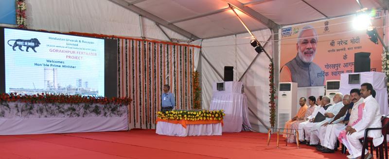 The Prime Minister, Mr. Narendra Modi being given a brief presentation on the AIIMS Gorakhpur & revival of Gorakhpur Fertilizer plant, at Sports Ground, FCI, in Gorakhpur, Uttar Pradesh on July 22, 2016.