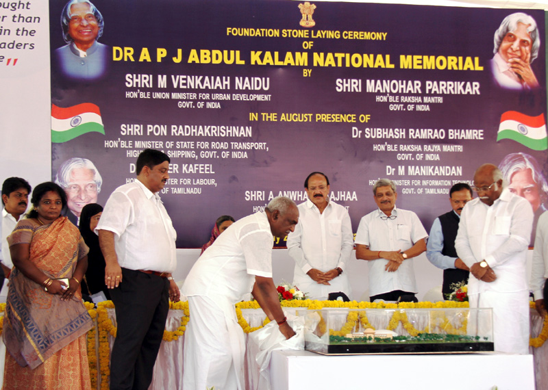 The Minister of State for Road Transport & Highways and Shipping, Mr. P. Radhakrishnan unveiling the miniature of the Dr. A.P.J. Abdul Kalam National Memorial, at Rameswaram on July 27, 2016. The Union Minister for Urban Development, Housing & Urban Poverty Alleviation and Information & Broadcasting, Mr. M. Venkaiah Naidu, the Union Minister for Defence, Mr. Manohar Parrikar and the Minister of State for Defence, Mr. Subhash Ramrao Bhamre are also seen.