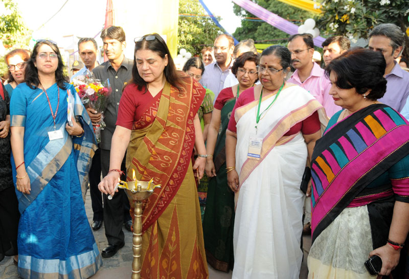 The Union Minister for Women and Child Development, Mrs. Maneka Sanjay Gandhi lighting the lamp to inaugurate the Women of India Festival-2016 of Organic Products by Women, in New Delhi on October 14, 2016. The Secretary, Ministry of Women and Child Development, Ms. Leena Nair and other dignitaries are also seen.