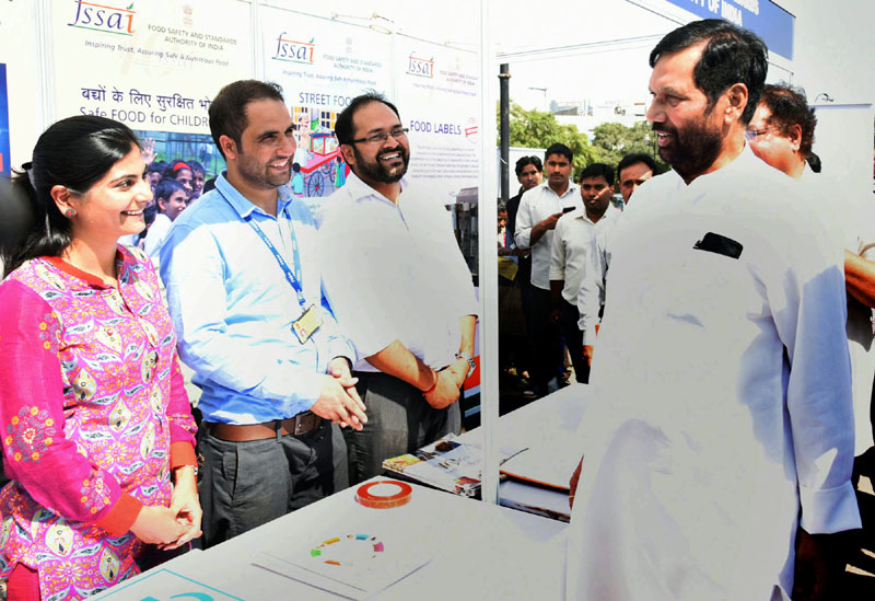 The Union Minister for Consumer Affairs, Food and Public Distribution, Mr. Ram Vilas Paswan visiting the Consumer Mela 2016, in New Delhi on October 20, 2016.