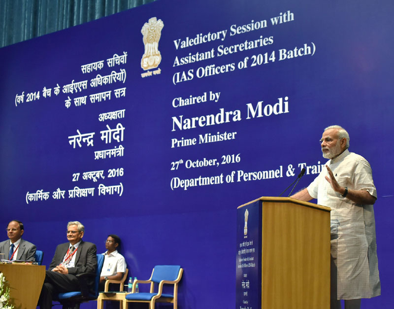 The Prime Minister, Mr. Narendra Modi interacting with IAS officers of the 2014 batch during their Valedictory Session as Assistant Secretaries, in New Delhi on October 27, 2016.