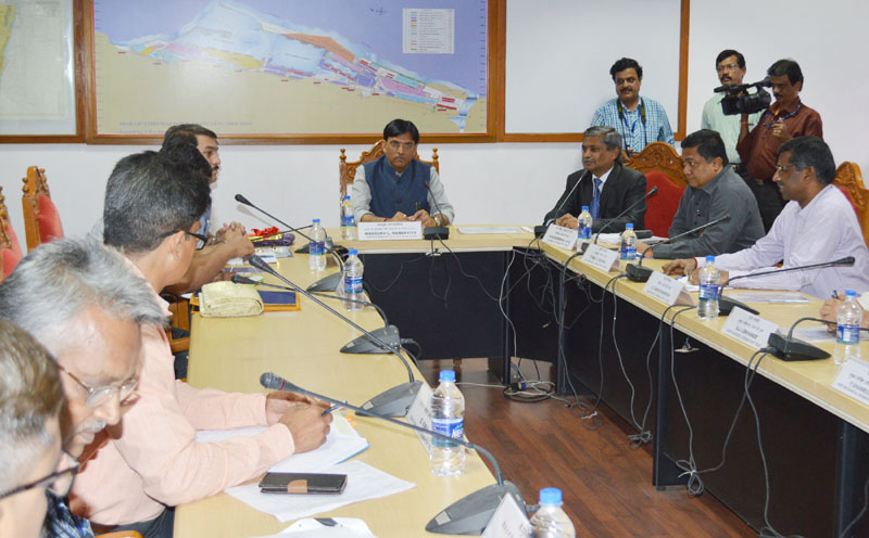 The Minister of State for Road Transport & Highways, Shipping and Chemicals & Fertilizers, Mr. Mansukh L. Mandaviya holding the review meeting with the senior officers of Chennai Port Trust, in Chennai on October 27, 2016.