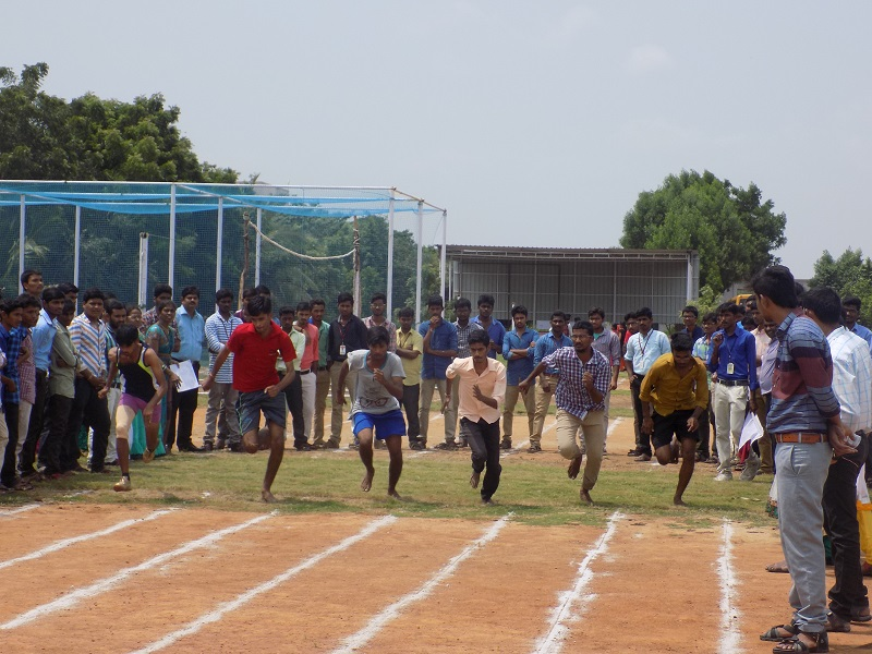 Students participating in 100M - Running Competition in national level youth 'Innovits - 2K16' in VITS, Proddatur on 01, October, 2016.