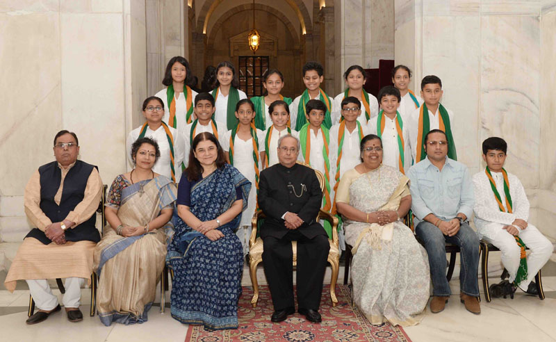 The President, Shri Pranab Mukherjee with the students/children from various school/organisations, on the occasion of Children's Day, at Rashtrapati Bhavan, in New Delhi on November 14, 2016. The Union Minister for Women and Child Development, Smt. Maneka Sanjay Gandhi is also seen.