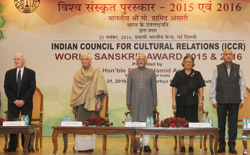 The Vice President, Mr. M. Hamid Ansari lamp at the presentation ceremony of ICCR World Sanskrit Award 2015 & 2016, in New Delhi on November 21, 2016. The Princess Maha Chakri Sirindhorn of Thailand and the Minister of State for External Affairs, Mr. M.J. Akbar are also seen.